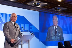Frank Abagnale as a special guest of Experian Day 2015. Photo by Michele Monteleone at Experian Day.  Originally posted on Flickr at https://www.flickr.com/photos/experianday/23445871675. CC BY-ND 2.0.