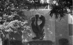 Photo of the sculpture of the Hebrew letter